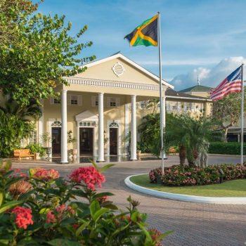 Sandals-Royal-Caribbean-Entrance